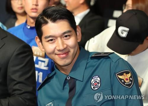 South Korean pitcher Rhee Dae-eun smiles before the start of the annual Korea Baseball Organization draft in Seoul on Sept. 10, 2018. Rhee, a former Chicago Cubs prospect, was selected first overall by the KT Wiz. (Yonhap)