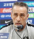 South Korea national football team head coach Paulo Bento speaks at a press conference at Suwon World Cup Stadium in Suwon, south of Seoul, on Sept. 10, 2018, one day ahead of a friendly football match between South Korea and Chile. (Yonhap)