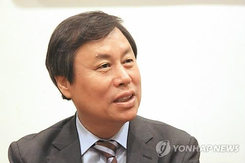 South Korean sports minister Do Jong-hwan speaks to reporters in Tokyo on Sept. 12, 2018. (Yonhap)