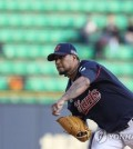 In this file photo from May 8, 2018, Felix Doubront, then of the Lotte Giants, throws a pitch against the LG Twins in a Korea Baseball Organization regular season game at Jamsil Stadium in Seoul. The Giants placed Doubront, a former big-league pitcher, on waivers on Sept. 12, 2018. (Yonhap)