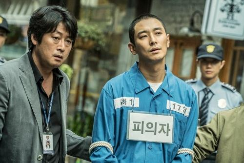 """This snapshot from the film """"Dark Figure of Crime"""" was provided by Showbox. (Yonhap)"""