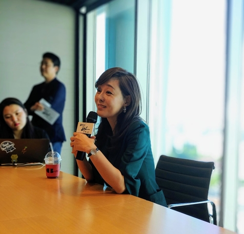 Actress Yunjin Kim speaks during a meeting with Korean reporters at the SBS headquarters in western Seoul on Sept. 17, 2018. (Yonhap)