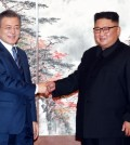 South Korean President Moon Jae-in (L) and North Korean leader Kim Jong-un shake hands after holding a joint press conference at the North's state guesthouse Paekhwawon in Pyongyang on Sept. 19, 2018, to announce the outcome of their bilateral summit there. (Joint Press Corps-Yonhap)