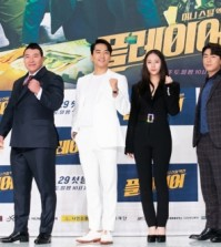 """In this photo provided by OCN, four actors of """"Player"""" pose for photos during a press conference in Seoul on Sept. 20, 2018. (Yonhap)"""
