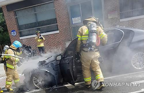 Fire fighters put out a fire in a BMW 520d in Pyeongchang, 180 kilometers east of Seoul, on Sept. 24, 2018, in this photo provided by the car's owner. (Yonhap)