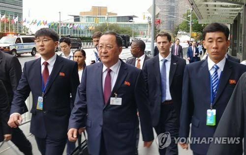 This photo shows North Korean Foreign Minister Ri Yong-ho (C) walking to the United Nations headquarters in New York on Sept. 26, 2018. (Yonhap)