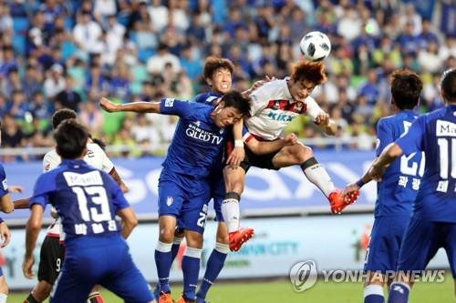 This file photo, taken Aug. 15, 2018, shows Suwon Samsung Bluewings and FC Seoul players vying for the ball in their K League 1 match at Suwon World Cup Stadium in Suwon, Gyeonggi Province. (Yonhap)
