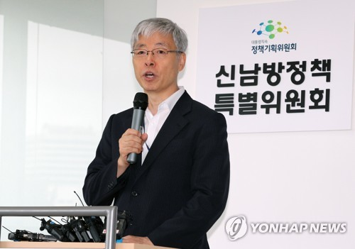 Kim Hyun-chol, President Moon Jae-in's economic policy advisor, speaks at the opening ceremony of a special committee on the New Southern Policy in Seoul on Aug. 28, 2018. (Yonhap)