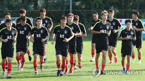 This file photo taken on Sept. 9, 2018, shows South Korea national football team players training at the National Football Center in Paju, Gyeonggi Province. (Yonhap)