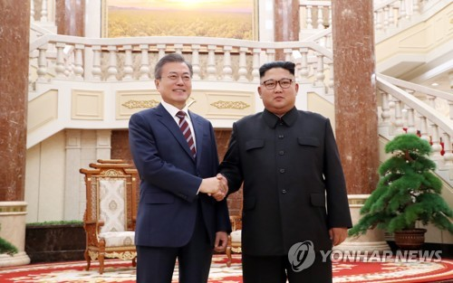 South Korean President Moon Jae-in (L) and North Korean leader Kim Jong-un shake hands after meeting at the headquarters of the Central Committee of the Workers' Party of Korea in Pyongyang for the first round of talks on Sept. 18, 2018. Moon arrived in the North Korean capital earlier in the day for a three-day visit that marked his third bilateral summit with the North Korean leader. (Joint Press Corps-Yonhap)