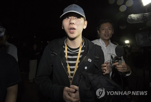 This image shows Zico just after his arrival in South Korea on Sept. 20, 2018, from his three day trip to North Korea. (Yonhap)