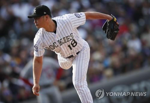 In this Associated Press photo, Oh Seung-hwan of the Colorado Rockies throws a pitch against the Washington Nationals in the top of the eighth inning of a Major League Baseball regular season game at Coors Field in Denver on Sept. 30, 2018. (Yonhap)