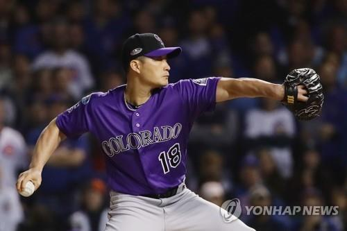 In this Getty Images photo, Oh Seung-hwan of the Colorado Rockies throws a pitch against the Chicago Cubs in the bottom of the 10th inning of the National League Wild Card Game at Wrigley Field in Chicago on Oct. 2, 2018. (Yonhap)