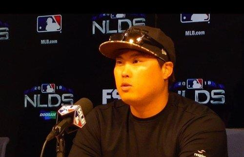 Ryu Hyun-jin of the Los Angeles Dodgers speaks at a press conference following a 6-0 win over the Atlanta Braves in Game 1 of the National League Division Series at Dodger Stadium in Los Angeles on Oct. 4, 2018. (Yonhap)