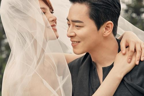 This wedding photo of singer Gummy (L) and actor Cho Jung-seok, was provided by JS Company and C-JeS Entertainment. (Yonhap)