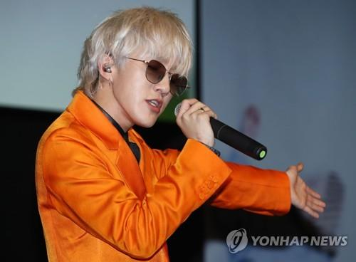 "Zion.T showcases his new album ""ZZZ"" in a press meeting in Seoul ahead of its official release on Oct. 15, 2018. (Yonhap)"