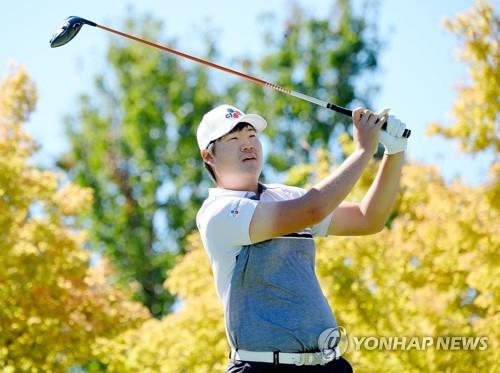 In this Getty Images file photo from Oct. 7, 2018, Im Sung-jae of South Korea watches his tee shot at the first hole during the first round of the Safeway Open on the PGA Tour at Silverado Resort and Spa North in Napa, California. (Yonhap)