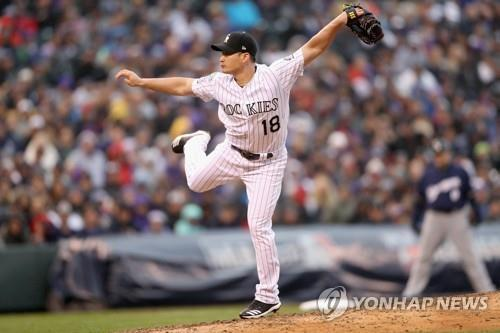 In this Getty Images file photo from Oct. 7, 2018, Oh Seung-hwan of the Colorado Rockies throws a pitch against the Milwaukee Brewers in the top of the eighth inning of Game 3 of the National League Division Series at Coors Field in Denver. (Yonhap)