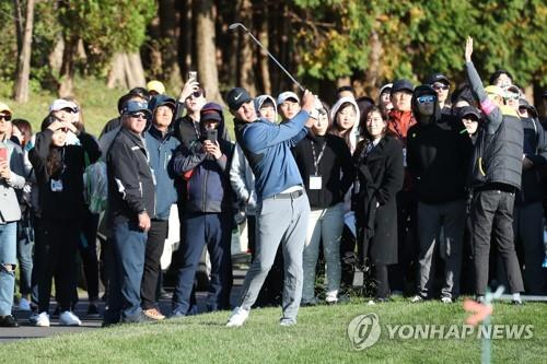 Piercy grabs lead at CJ Cup, as Koepka makes charge