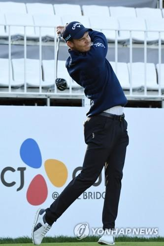 In this AFP photo, Danny Willett of England tees off at the first hole during the first round of the PGA Tour's CJ Cup @ Nine Bridges at the Club at Nine Bridges in Seogwipo, Jeju Island, on Oct. 18, 2018. (Yonhap)