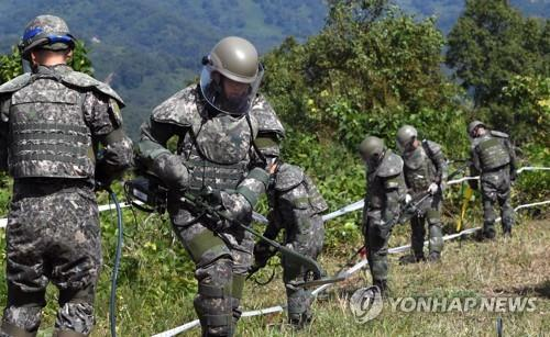 South Korean troops engage in demining operations inside the Demilitarized Zone on Oct. 2, 2018, in this photo provided by the Joint Press Corps. (Yonhap)