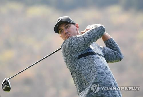 In this AFP photo, Brooks Koepka of the United States tees off at the 16th hole during the second round of the PGA Tour's CJ Cup @ Nine Bridges at the Club at Nine Bridges in Seogwipo, Jeju Island, on Oct. 19, 2018. (Yonhap)