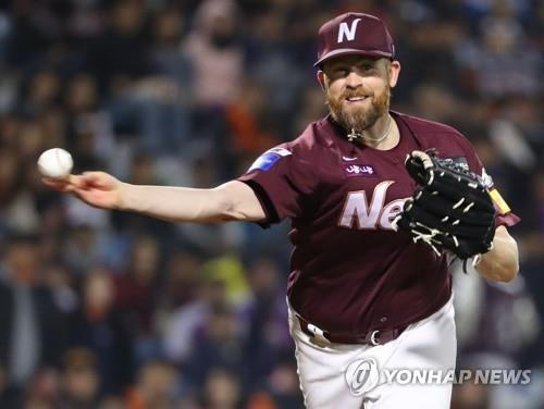 In this file photo from Oct. 19, 2018, Eric Hacker of the Nexen Heroes throws to first base in the bottom of the sixth inning of Game 1 of the Korea Baseball Organization's first round postseason series against the Hanwha Eagles at Hanwha Life Eagles Park in Daejeon, 160 kilometers south of Seoul. (Yonhap)