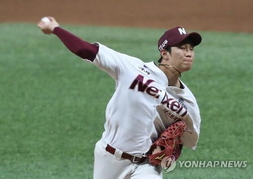 An Woo-jin of the Nexen Heroes throws a pitch against the Hanwha Eagles in the top of the fourth inning of Game 4 of the Korea Baseball Organization's first-round postseason series at Gocheok Sky Dome in Seoul on Oct. 23, 2018. (Yonhap)