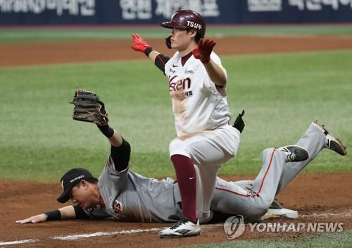 Lim Byeong-wuk of the Nexen Heroes (R) gestures safe toward the umpire after sliding into third base for a triple against the Hanwha Eagles in the bottom of the eighth inning of Game 4 of the Korea Baseball Organization's first-round postseason series at Gocheok Sky Dome in Seoul on Oct. 23, 2018. (Yonhap)