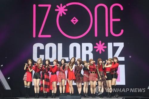"Girl band Iz One poses for photos at a press event to release their debut EP, ""Color*Iz,"" on Oct. 29, 2018. (Yonhap)"