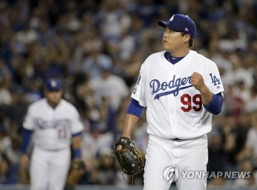 In this Associated Press file photo from Oct. 4, 2018, Ryu Hyun-jin of the Los Angeles Dodgers pumps his fist after striking out Ozzie Albies of the Atlanta Braves to end the top of the seventh inning in Game 1 of the National League Division Series at Dodger Stadium in Los Angeles. (Yonhap)