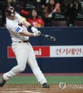 Jerry Sands of the Nexen Heroes belts a two-run home run against pitcher Moon Seung-won of the SK Wyverns in the bottom of the fourth inning of Game 4 of the second round playoff series in the Korea Baseball Organization at Gocheok Sky Dome in Seoul on Oct. 31, 2018. (Yonhap)