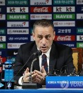 South Korea national football team head coach Paulo Bento announces his roster for the friendly matches against Uruguay and Panama at Korea Football Association House in Seoul on Oct. 1, 2018. (Yonhap)