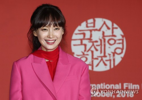 "Actress Lee Na-young poses for photos during a press conference for ""Beautiful Days"" at the 23rd Busan International Film Festival in Busan on Oct. 4, 2018. (Yonhap)"