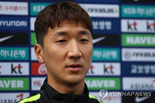 South Korean midfielder Jung Woo-young speaks to reporters at the National Football Center in Paju, north of Seoul, on Oct. 9, 2018. (Yonhap)