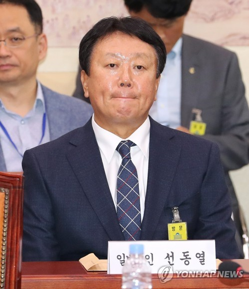 South Korea's national baseball team manager, Sun Dong-yol, listens to a lawmaker's question during a parliamentary audit for the sports ministry in Seoul on Oct. 10, 2018. (Yonhap)