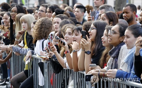 BTS fans wait for the appearance of the K-pop band at a South Korea-France friendship concert in Paris on Oct. 14, 2018. (Yonhap)