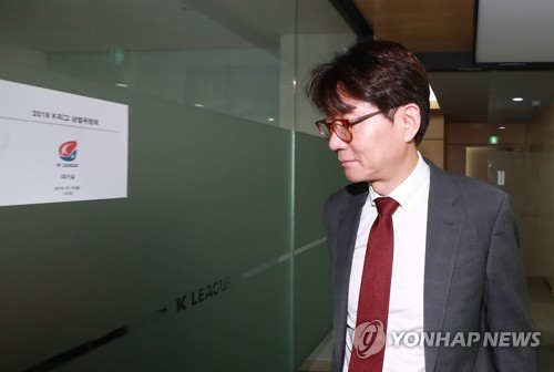 Gangwon FC CEO Cho Tae-ryong heads to a waiting room ahead of the K League disciplinary committee meeting at the Korea Football Association House in Seoul on Oct. 15, 2018. (Yonhap)