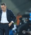 South Korean national football team head coach Paulo Bento stares downward during a friendly match between South Korea and Panama at Cheonan Stadium in Cheonan, South Chungcheong Province, on Oct. 16, 2018. (Yonhap)