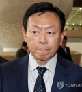Lotte Group Chairman Shin Dong-bin arrives at Gimpo International Airport in western Seoul on Oct. 23, 2018, to depart for Japan. (Yonhap)