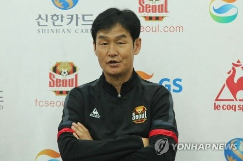 FC Seoul head coach Choi Yong-soo speaks at a press conference at his team's clubhouse in Guri, Gyeonggi Province, on Oct. 25, 2018, in this photo provided by FC Seoul. (Yonhap)