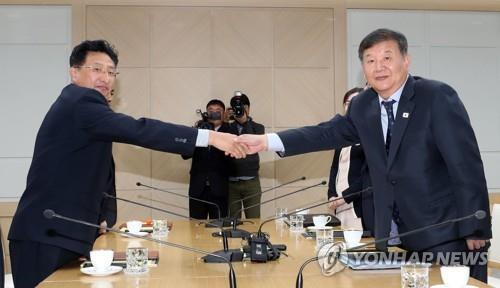 In this Joint Press Corps photo, North Korean Vice Sports Minister Won Kil-u (L) and his South Korean counterpart, Roh Tae-kang, shake hands during their sports talks at the joint liaison office in Kaesong, North Korea, on Nov. 2, 2018. (Yonhap)