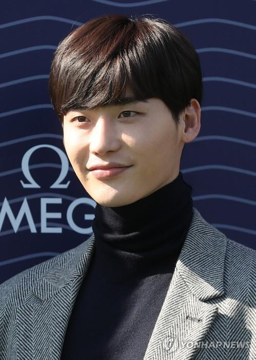 This file photo shows actor Lee Jong-suk. (Yonhap)