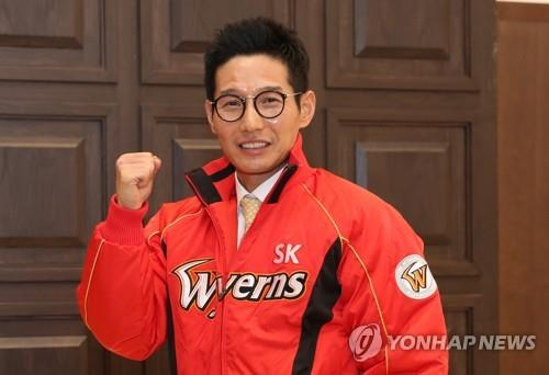 This file photo provided by the SK Wyverns baseball club on Nov. 13, 2018, shows Yeom Kyung-yup, who was named the team's new manager earlier in the day. (Yonhap)