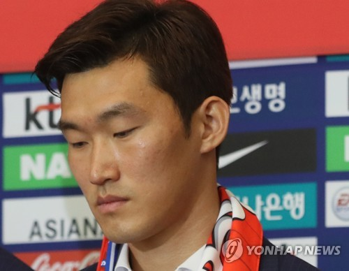 This file photo taken on June 29, 2018, shows South Korean football player Jang Hyun-soo at Incheon International Airport in Incheon, west of Seoul. (Yonhap)