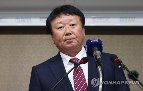 South Korean national baseball team manager Sun Dong-yol speaks at a press conference at the Korea Baseball Organization (KBO) headquarters in Seoul on Nov. 14, 2018. (Yonhap)