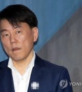 """SEOUL, Nov. 16 (Yonhap) -- The Korea Baseball Organization (KBO) on Friday confirmed the expulsion of a former president of a club from the baseball community following his conviction for embezzlement.  The KBO Commissioner Chung Un-chan officially approved its discipline committee's decision to permanently ban Lee Chang-suk, former head of the Nexen Heroes, from any baseball-related activities.  The KBO discipline committee meted out penalties against Lee last month, but Chung decided to approve the ruling after the league's postseason is completed.  The KBO added that former Heroes vice president Namgung Jong-hwan is also permanently expelled from the baseball community.  """"The two people will not be able to participate in any KBO-related activities and they will not be pardoned,"""" the KBO said. """"If they're confirmed to be engaging in management activities of the Heroes in future, not only the club, but also current management officials will be punished.""""  This file photo, taken on May 18, 2018, shows Lee Chang-suk, former head of the South Korean pro baseball club Nexen Heroes. (Yonhap)"""