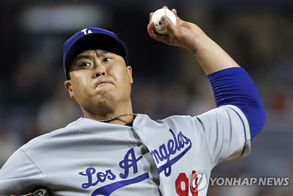 In this Associated Press file photo from May 25, 2019, Ryu Hyun-jin of the Los Angeles Dodgers delivers a pitch against the Pittsburgh Pirates in the bottom of the first inning of a Major League Baseball regular season game at PNC Park in Pittsburgh. (Yonhap)