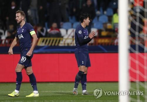 Tottenham Hotspur's Son Heung-min (L) [AP=연합뉴스]