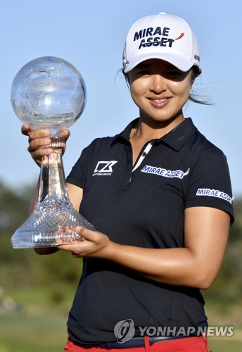 Sei Young Kim with The 2019 CME Group Tour Championship trophy at the Tiburón Golf Club in Naples, Fla. Sunday, Nov. 24, 2019. (AP)